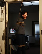 Steffi dangling on rope, pic #3